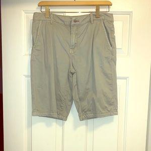 7 For Allmankind khaki shorts